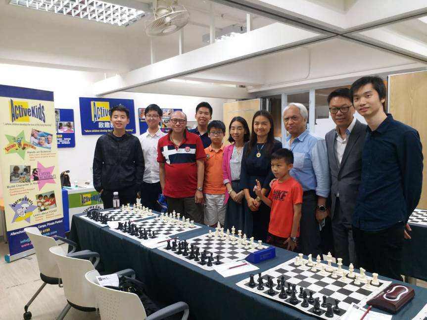 All Participants next to GM Zhu Chen